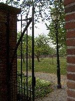 Vrijwilligers brengen oorspronkelijk 17e eeuwse Nutstuin terug in Hofje